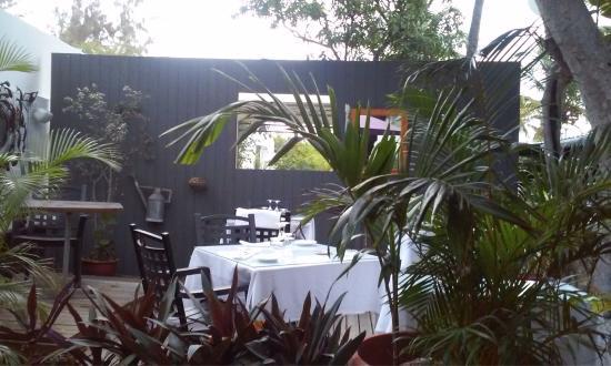 O jardin d 39 alcazar saint gilles les bains restaurant for Restaurant o jardin