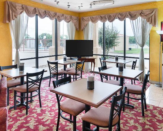 Econo Lodge Hillsboro: Breakfast area