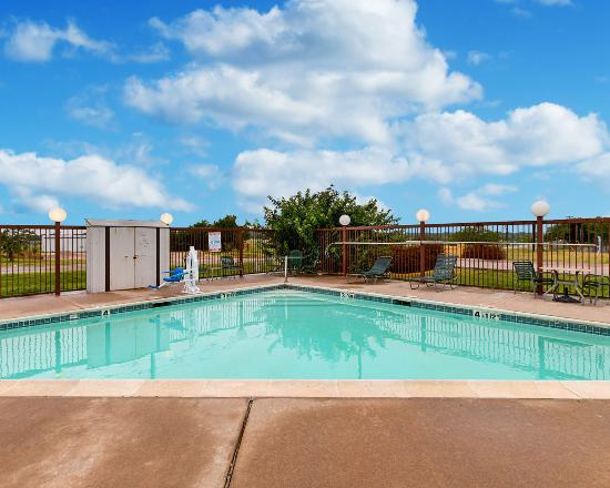Econo Lodge Hillsboro: Pool