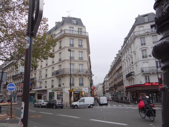 Avenir Hotel : Отель-слева