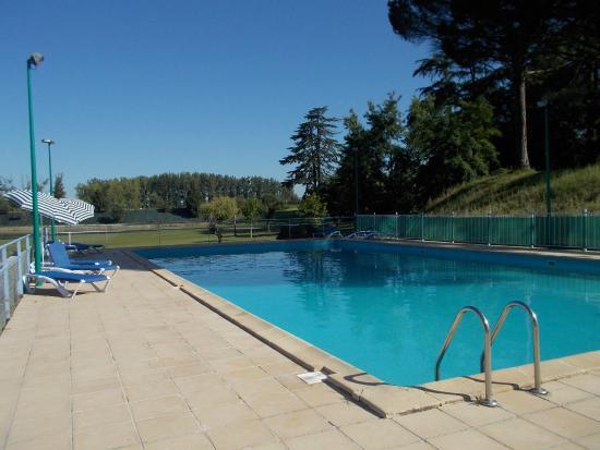 Camping Parc du Chateau d'Allot : La grande piscine
