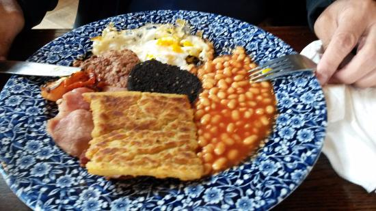 Ayres Guest House: Breakfast is NOT available in the hotel, but you can find British breakfast 5 min away