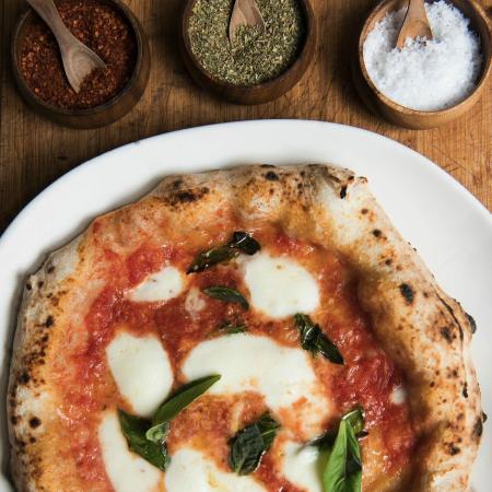 Peppina Sriracha: Pizza Margherita