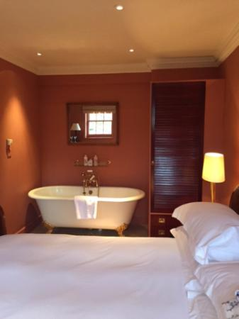 Portobello Hotel: Bath In Bedroom