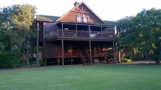 Lone Creek River Lodge: Lodge