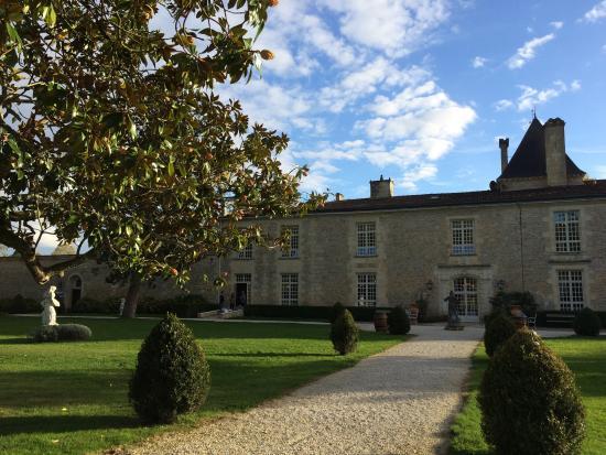 Lignan-De-Bordeaux, فرنسا: Chateau from the back