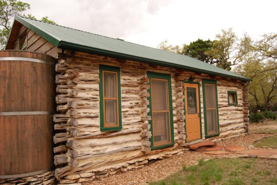 The Homestead Cottages: Cedar Cabin Exterior
