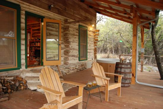 The Homestead Cottages: Cedar Cabin Deck