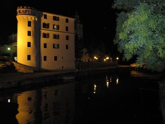 Hotel Kastel : Kastel nocą
