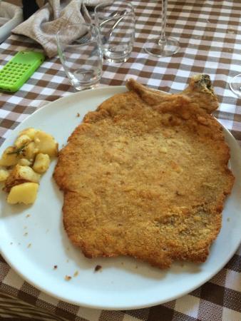 Osteria del Borgo : Cotoletta orecchio d'elefante!