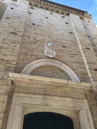 Monte San Giusto, Italia: portale ingresso