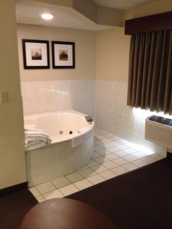 AmericInn Lodge & Suites Bismarck: Got an upgrade to the King Suite for my Elite status. Loved it!!!