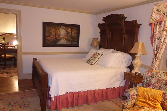 Fleeton Fields Bed & Breakfast: Our room, the Victorian Suite. The suite is bigger than it appears in this photo.