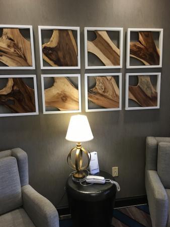 Holiday Inn Express Hotel & Suites Farmington: Love the entrance!
