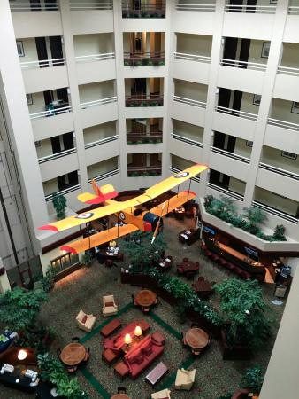 Holiday Inn Montreal Longueuil: View of the lobby, just steps from my room!