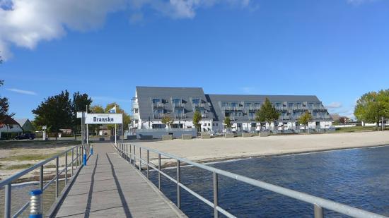 Strandhotel Dranske: Hotelansicht von der Seebrücke