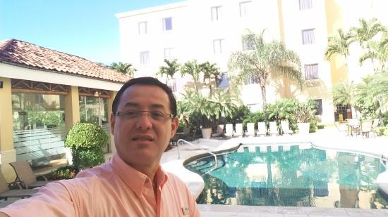 Quality Hotel Real San Jose: área piscina y gym