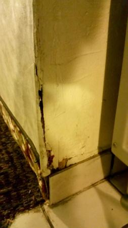 FairBridge Inn & Suites Idaho Falls: Disgusting area near ice maker in hallway.