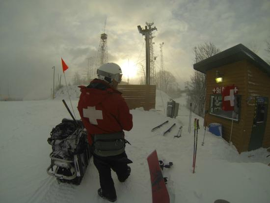 Flat Top, Virginia Occidental: Trained and Certified Ski Patrol.