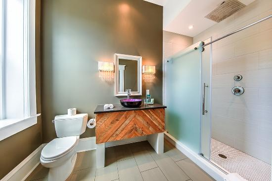 McCammon, ID: The Plum Bathroom