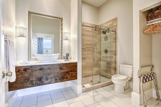 McCammon, ID: The Silver Bathroom