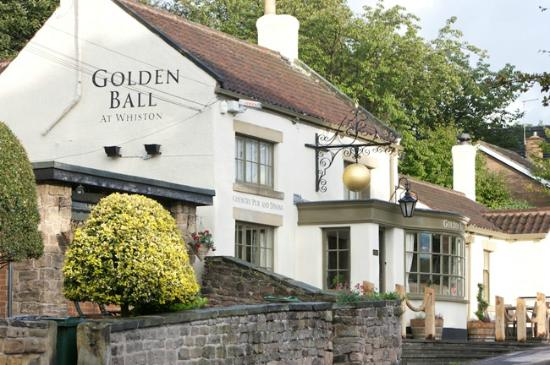 The Golden Ball Inn: 2