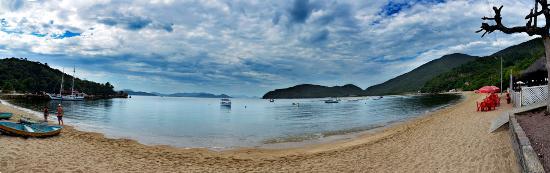 Baia Dos Golfinhos Beach: Baia Dos Golfinhos vista desde la playa