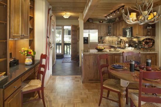 Interlude Condominiums, A Destination Residence: Dining