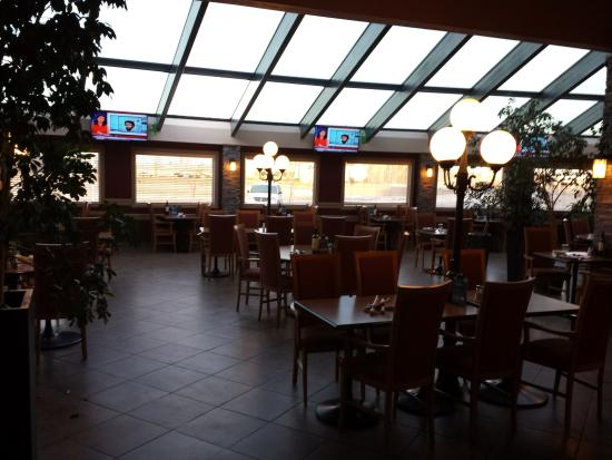 High Level, Kanada: Large restaurant area