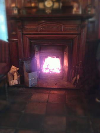 The Anchorage Inn: Great open fire.