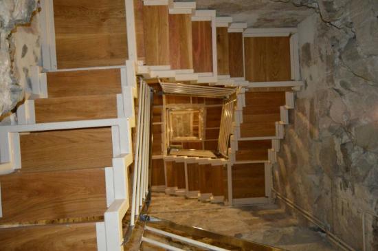 Escaleras Para Acceder Al Mirador Y A La Exposicion De Cuadros - Cuadros-para-escaleras