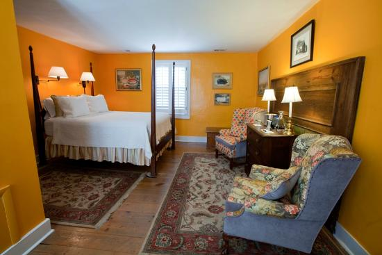 Paris, VA: The New England Room