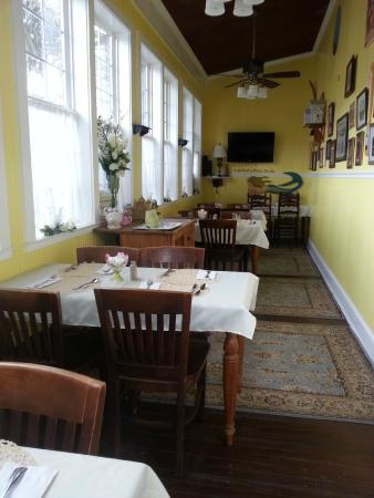 Tybee Island Inn: breakfast room