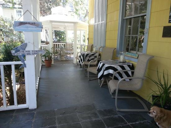 Tybee Island Inn: Front Veranda