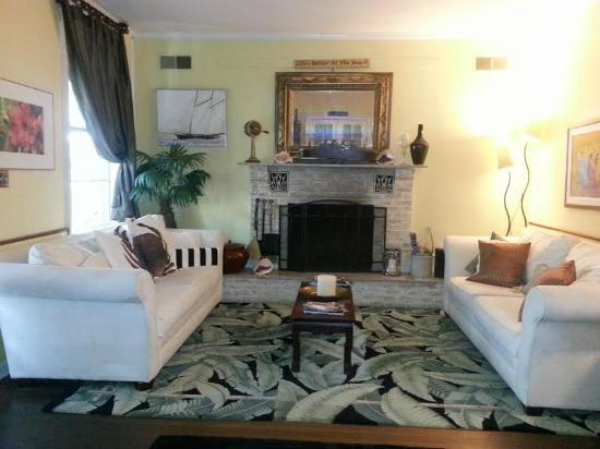 Tybee Island Inn: Living Room/Common Area
