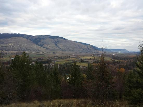 Valle de Okanagan, Canadá: view coming back to parking lot
