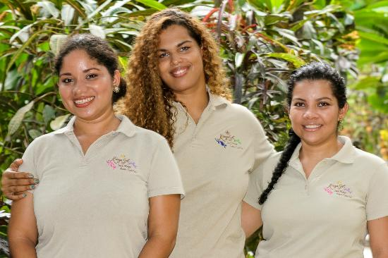KayaSol Surf Hotel: Our lovely girls in reception: Mauren, Susy, Andrea