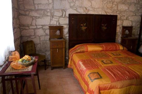 Arredo Camera Da Letto Antica: Quadri camera da letto consigli camere.