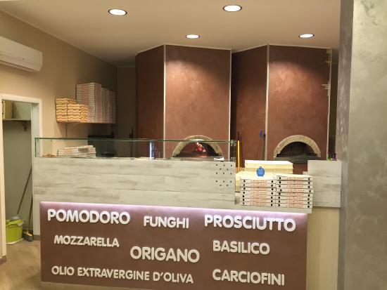 Mensola con sgabelli picture of go go pizza busto arsizio