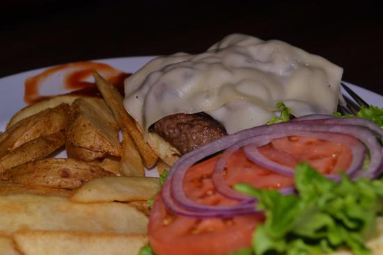 Kettle Valley Station Pub : Our Hamburger Dinners were Delicious & Plentiful