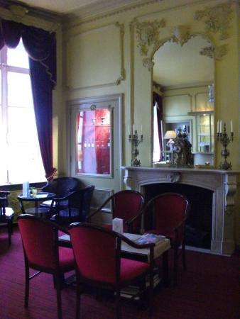 Hans Memling Hotel: Bar nella sala con camino