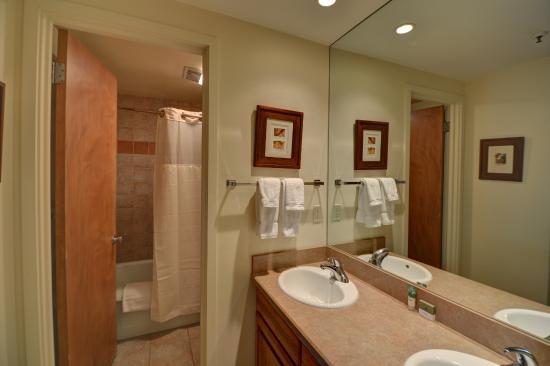 Lichenhearth Condominiums: bathroom