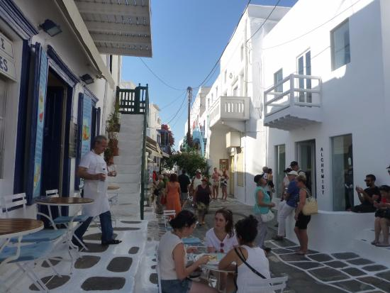 Calle interior - Εικόνα του Οδός Ματογιάννη, Μύκονος (Χώρα ...