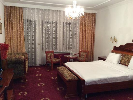 Hotel Prishtina: Camera matrimoniale