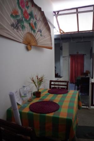 Nisala Guest House : zona para tomar el desayuno