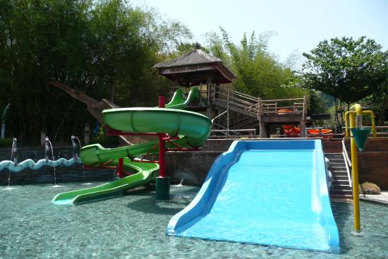 The Best Thing About The Zoo Was The Almost Abandoned Waterpark