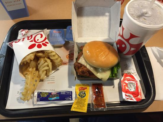 Chick-fil-A 124th & Capitol, Brookfield - Restaurant Reviews