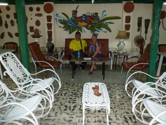 Casa Hostal Ivan & Lucy: area recreativa del patio