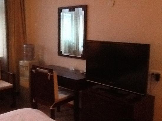 Xianyang, Kina: TV and desk