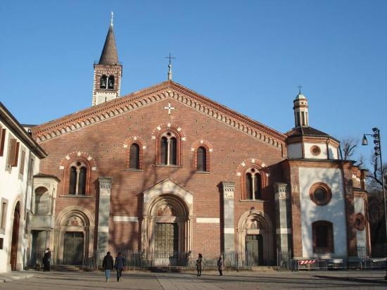 Basilica di sant 39 eustorgio foto di basilica di sant for Piazza sant eustorgio